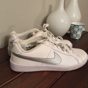 George Bernard entidad ponerse en cuclillas  Nike Shoes | Court Royale White Silver Sneakers | Poshmark
